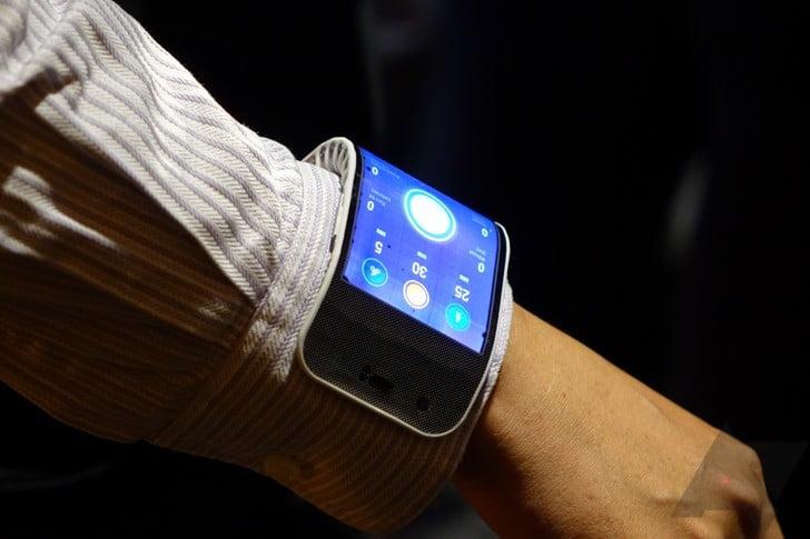 IMG-Lenovo's new flexible phone